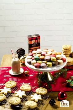 Don't Forget Santa's Cookies! Shop an assortment of holiday cookies that everyone will be dunking, especially Mr. 😉 Have them delivered to your door or pickup! Large Christmas Baubles, Christmas Candy, Christmas Desserts, Christmas Eve, Christmas Crafts, Christmas Decorations, Easy Candy Recipes, Holiday Recipes, Dessert Recipes