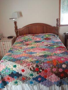 Yo yo quilt.  I want this