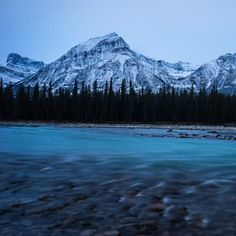 Athabasca River with the perfect backdrop: the Canadian Rockies. (photo by @sinclair_photo)