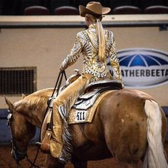 Beautiful Western Pleasure show outfit Rodeo Outfits, Cowgirl Outfit, Cowgirl And Horse, Horse Girl, Western Show Shirts, Western Show Clothes, Horse Show Clothes, Western Horsemanship, Showmanship Jacket