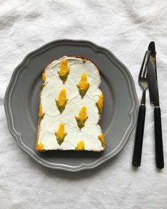- おはよう土曜日! もうすぐ旬がやってくる#トウモロコシ柄 今年の夏は暑いらしいよ。 - 昨日のいくらに引き続き粒々作業。 キライではない。#無心で 抹茶クリーム+サワクリ・マンゴージャム使用 #柄トースト#トウモロコシ#粒感#トースト#トーストアート#アレンジトースト#あさごはん#あさごパン#食パン#おうちカフェ#朝カフェ#おうちごはん#フードコーディネーター#フードスタイリング# #food#instafood#japan#japanesefood#instapic#instapost#instaphoto#breakfast#bread#toastart#corn