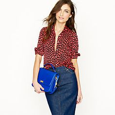 Love shirts that cover the arms.. and blue purse too cute