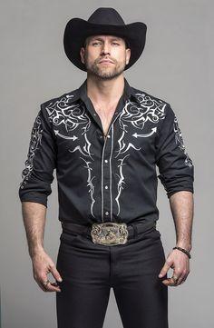The Hottest Pics of Rafael Amaya, aka El Señor de los Cielos http://produccioneslara.com/pelicula-traficantes.php