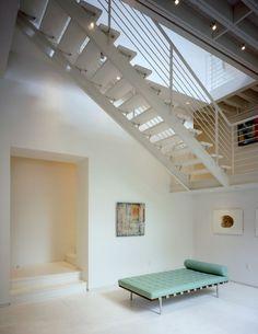 Lounge neutro contemporaneo con Panorama Vista - Luxe Interiors + Design