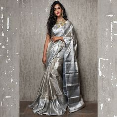 A must-have silk sari for wardrobe. All about luxurious Kanchipuram silk saree and its importance. Why it is famous among brides in south India? Indian Bridal Sarees, Indian Silk Sarees, Indian Beauty Saree, South Indian Sarees, Art Silk Sarees, Sari Design, Pattu Saree Blouse Designs, Half Saree Designs, Indian Dresses
