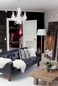 beautiful finnish house (photos by Krista Keltanen) <3 Look at those black log walls!!