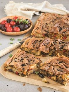Potato pie with veggies and olives - www. Vegetable Recipes, Vegetarian Recipes, Cooking Recipes, Brunch, Savory Tart, Potato Pie, Greek Recipes, Vegan Life, I Love Food