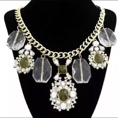 Bien necklace Classic bubble statement necklace with rhinestones and touch of army green.  Approximately 16 inches chain with 2 inches extender  Central pendant has a 3 inches drop bringing the total drop of the necklace to approximately 20 inches.  Great necklace to dress up or down. Jewelry Necklaces
