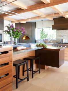 Bay Area kitchen designed by Applegate Tran Interiors