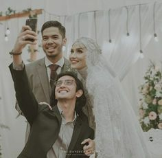 Foto Wedding, Dream Wedding, Wedding Abaya, Wedding Dresses, Kebaya Muslim, Pre Wedding Photoshoot, Brides And Bridesmaids, Dress Long, Dress Ideas