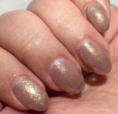 Nude round gel nails