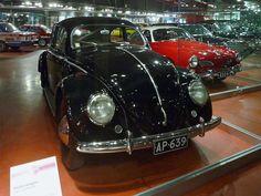Volkswagen Typ 1 2D Sedan Baujahr 1950, 4 Zylinder, 1131 ccm, 25 PS, 100 km/h Dieses Fahrzeug gehört zu den ersten zwölf VWs, die offiziell in Finnland importiert wurden. Es wurde am 9 Juni 1950 ausgeliefert. Die PKW-Sammlung ist in einem zweiten Gebäude untergebracht, dass sich auf dem Gelände der lokalen Straßenmeisterei befindet. Da dort kein Museumspersonal ist, sind alle Modelle hinter Glas. Mobilia Automuseo, Kangasala, Finnland, Car Museum, Juni, The Good Old Days, Volkswagen, Vehicles, Sports, Type 1, Finland, Top Hats
