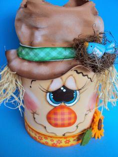 espantalho feito na lata de farinha Tin Can Crafts, Easy Fall Crafts, Foam Crafts, Dulceros Halloween, Holidays Halloween, Halloween Decorations, Thanksgiving Cartoon, Thanksgiving Crafts, Harvest Crafts