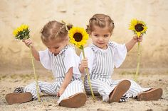 Anyone want a sunflower? Twin Baby Girls, Twin Babies, Baby Boy, Cute Twins, Cute Babies, Twin Toddler Photography, Indoor Photography, Children Photography, Tatum And Oakley