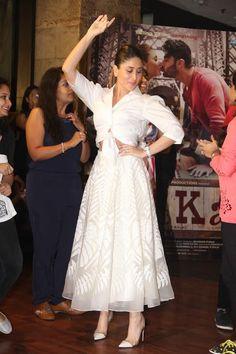 Kareena Kapoor caught in between Saif and Arjun Kapoor - Emirates 24 Indian Western Dress, Dress Indian Style, Indian Dresses, Fancy Dress Design, Stylish Dress Designs, Stylish Dresses, Kareena Kapoor Lehenga, Arjun Kapoor, Indian Wedding Outfits