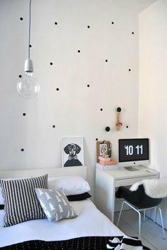 Attraktiv Schlafzimmergestaltung Wandfarbe Weiß Mit Schwarzem Pünktchenmuster