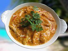 Une vraie tuerie ! J'avais déposé cette recette sur un autre site en 2009 - Elle ne rencontre que des succès ! Simple et vraiment délicieux. 1 kilo de queues de lotte 1 oignon haché 10 cl d'huile d'olive 1 cuillère à soupe de curry 2 gousses d'ail hachées...