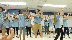 Los estudiantes tiene mucho divertido baile y cantando por los padres y amigos. Los estudiantes le gusta él noche y todo la comida.