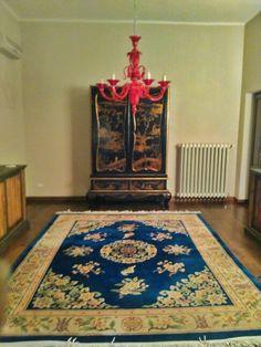 Interior in working progress! #interiordesigner #interiordesig #working #workingprogress #progress #antiquefarm #antiques #antiqueshoop #restorer #antiquerestorer #carpet #antiquecarpet #wardrobe #antiquewardrobe #arsenalepiu #match
