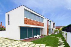 บ้านสไตล์ Minimal Modern สีขาว 2 ชั้น