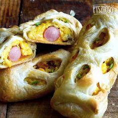 Śniadaniowa sakiewka z parówką i jajecznicą.Smacznego! Cheddar, Breakfast Recipes, Meat, Chicken, Food, Cheddar Cheese, Essen, Meals, Yemek