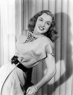 """Image - Magnifiques clichés de Norma Jeane en 1946 pris par Erwin STEINMEYER pour le compte de l'Agence """"Blue Book Models Agency"""". - Legend-Marilyn-MONROE - Skyrock.com"""