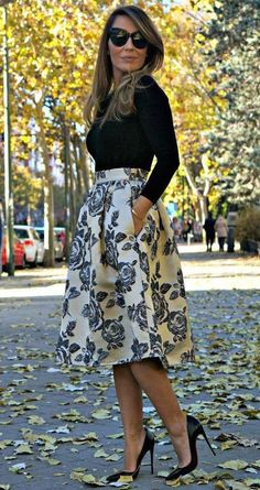 Floral Skirt/Falda Flores: FrontRowShop Full midi skirt in brocade - Jersey: Zara - Bracelet/Pulseras: BlueFish - Pumps/Zapatos: So Kate de Christian Louboutin - Anillo: Agatha - Outfit - Beauty in High Heels Mode Chic, Mode Style, Work Fashion, Modest Fashion, Style Fashion, Jw Fashion, Church Fashion, Skirt Fashion, Trendy Fashion