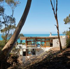 Ocean House by Australian architect Robert Mills House On A Hill, My House, Houses On Slopes, Architecture Design, Building Architecture, Contemporary Beach House, Ocean House, Beach House Decor, Belle Photo