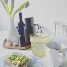 Guten Morgen  Kommt gut in die Woche ️  #avocado #avocadolove #blooms #breakfast #coffee #decor #decoration #details #flowers #frühstück #goodmorning #gutenmorgen #Hamburg #hh #home #homedecor #homeinspo #homeinterior #interieur #interior #kitchen #menu #monday #mondaymorning #myhome #table