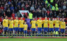 Manchester United 1 Arsenal 0 - The team line up to remember our fallen soldiers.