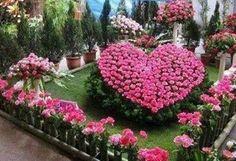 Topiary Jacqueline Gillam Fairchild Her Majesty's English Tea Room Author: The Scrap Book Trilogy Most Beautiful Gardens, Beautiful Flowers Garden, Love Garden, Dream Garden, Pretty Flowers, Amazing Gardens, Garden Art, Garden Design, Garden Roses