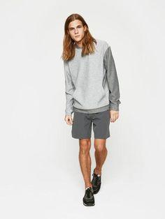 Minimalist men grey shorts | Minimalist men grey  hoodie | Minimalist men style | Minimalist sportswear for men | Minimalist activewear for men | Capsule wardrobe | Black trainers | Slow fashion | Black sneakers | Less is more