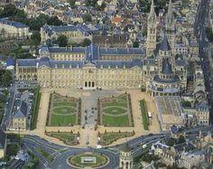 France, Caen, Abbaye aux Hommes, En 1050, Guillaume le Bâtard, duc de Normandie, épouse Mathilde de Flandres. Leurs liens de parenté rendent leur mariage irrégulier aux yeux de l'Eglise. Le pape Léon IX condamne donc leur union. A ce motif officiel s'ajoute la crainte de l'Eglise de voir unies deux grandes puissances : la Flandre et la Normandie (les Normands installés en Sicile ayant déjà menacé la papauté).