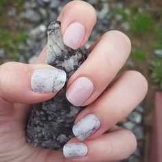 Very subtle colors are perfect for Spring. The light pink is Daydream and the matte marble pattern is Sculpted.  They go with anything and keep you looking stylish.  Get the look!  #jamberry #daydreamjn #sculptedjn
