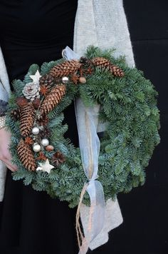 simple christmas nature wreath Simple Christmas, Christmas Wreaths, Advent 2016, Interior Garden, Scandinavian Christmas, Xmas Decorations, Door Wreaths, Flower Arrangements, Garland