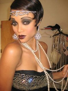as Josephine Baker - a website for unique Halloween costume ideas for women. Josephine Baker, Flapper Makeup, 1920s Makeup, Flapper Costume, Great Gatsby Party, The Great Gatsby, 1920s Party, Nye Party, Harlem Nights Theme Party