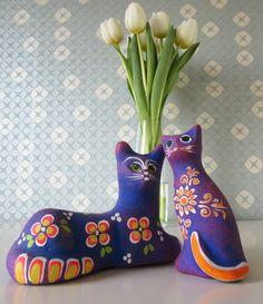 Two Vintage Ceramic Cat Figurines with Bright Purple, Orange and Green Floral Design made in Mexico door Vantoen op Etsy