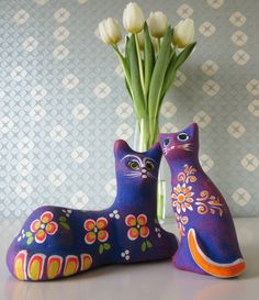 Two Vintage Ceramic Cat Figurines with Bright Purple, Orange and Green Floral Design made in Mexico door Vantoen op Etsy