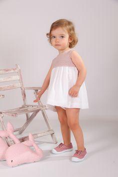 Vestido Punto rosa y plumeti blanco