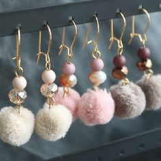 "Create a ""wow"" effect with these sparkling earrings with faceted beads, pompoms and golden DQ metal findings."