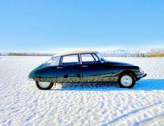 Citroen Ds, Psa Peugeot Citroen, Manx, Car Side View, Vintage Cars, Vintage Stuff, Amazing Cars, Maserati, Cars And Motorcycles