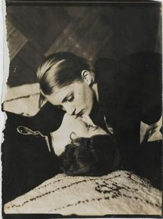 "grandma-did: "" magoothings: "" sapphic-art-history: "" ""Helen and a friend"" - Man Ray, 1930 "" It looks like Lee Miller. This came to me a while back entitled ""Lee Miller and a friend. Lee Miller, Vintage Lesbian, Lesbian Art, Lesbian Love, Lesbian Couples, Vintage Couples, Man Ray Photographie, Vintage Photography, Art Photography"