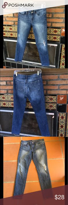 PERFECTLY DISTRESSED GAP SKINNY ROLL UPS 27 SWEET  DISTRESSED GAP JEANS IN PERFECT SUMMER WASH  27. IN GREAT PRELOVED CONDITION GAP Jeans Skinny