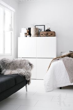 IKEA Besta storage system is tidy and stylish way to organize all the stuff of your living room. Home Bedroom, Bedroom Decor, Bedrooms, Design Scandinavian, Living Spaces, Living Room, Compact Living, Home And Deco, Interiores Design