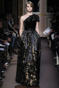 Andrew Gn Fall 2013 Ready-to-Wear Collection Photos - Vogue Timeless Fashion, High Fashion, Fashion Show, Fashion Design, Beautiful Gowns, Beautiful Outfits, Gorgeous Dress, Glamour, Online Fashion Stores