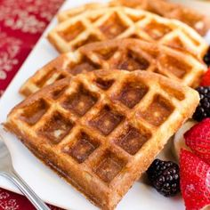 Slimming Eats Syn Free Classic Belgian Waffles - gluten free, vegetarian, Slimming World and Weight Watchers friendly Slimming World Waffles, Slimming World Puddings, Slimming World Desserts, Slimming World Breakfast, Breakfast Waffle Recipes, Waffle Maker Recipes, Breakfast Waffles, Breakfast Ideas, Slimming Eats