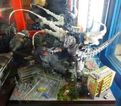 Awesome Godzilla vs. Mechagodzilla diorama.