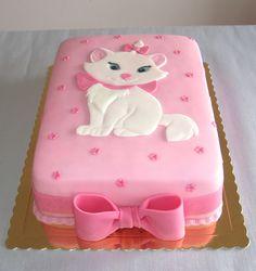 "Marie kitten from the Disney movie ""The Aristocats"" This is a pretty Cake. Marie gatinha do filme da Disney ""The Aristocats"" Este é um lindo bolo. Pretty Cakes, Cute Cakes, Beautiful Cakes, Amazing Cakes, Fondant Cakes, Cupcake Cakes, Kitten Cake, Kitten Party, Cat Party"