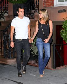 Jenniffer Aniston has both her t-shirt and jeans tailored. She has the pockets removed off the back of her Hudson jeans.