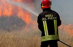 brucia ancora il Sud, schierato l'esercito. Due morti in Calabria
